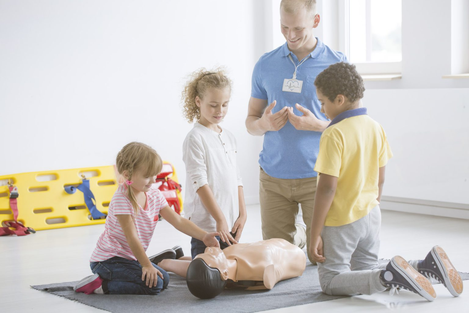 Kids practicing first aid steps